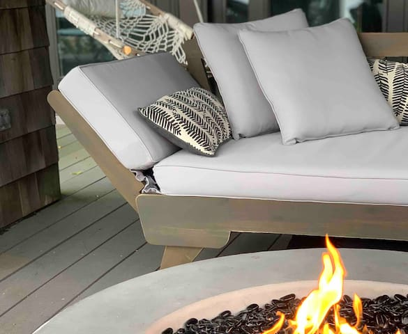 The Overlook Queen - Cozy up to a lakeview fire
