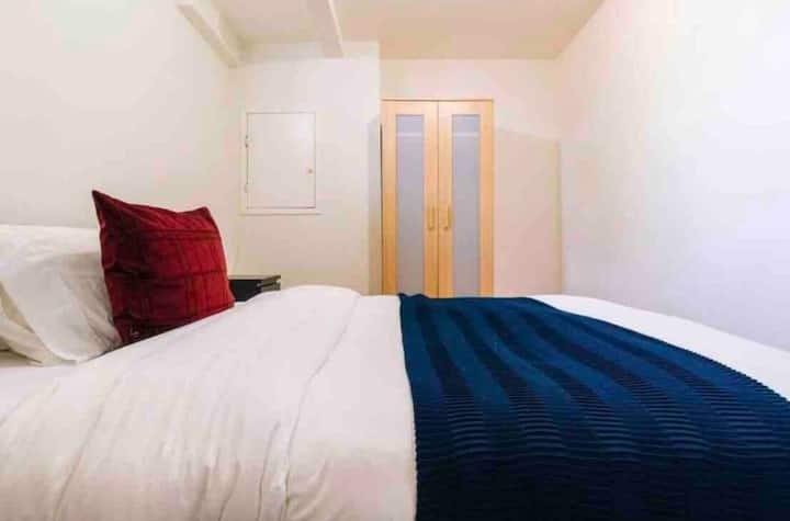 Cozy Suite Mississauga near YYZ + SQ1 + WIFI