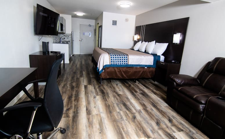 Coratel Inn & Suites Inver Grove Heights - Deluxe 1 King Suite NS