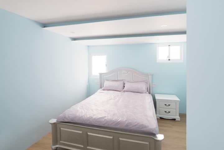202 精緻4人房 2間臥室2張雙人大床共用一間廁所 Double king size rooms