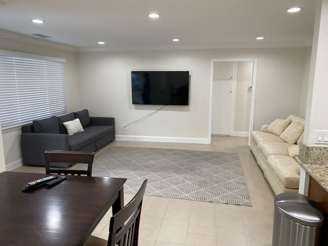 Open Concept 4 Bed Disneyland Anaheim Convention