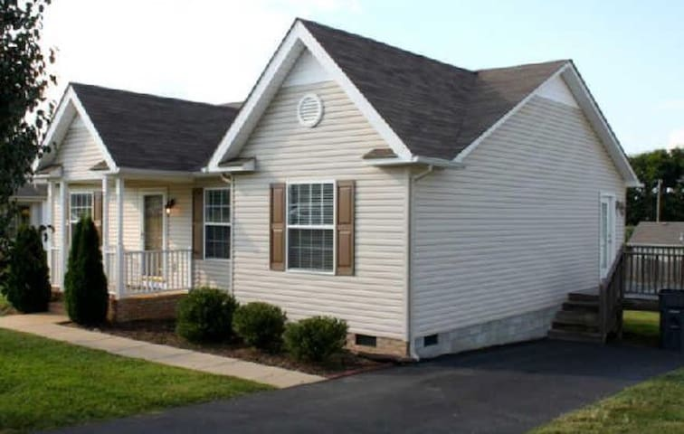 Comfortable and Convienent Home in Columbia!