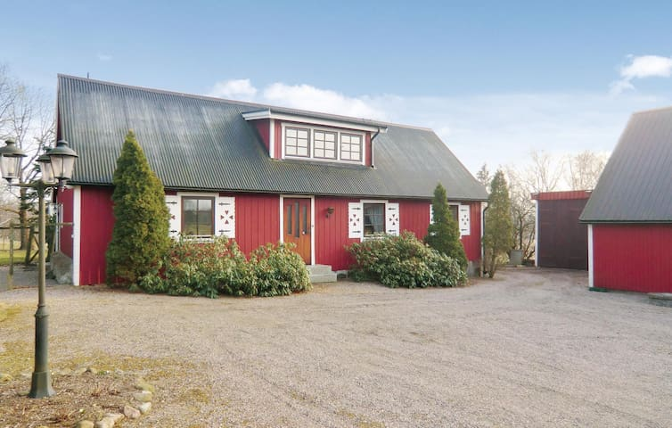 Former farm house with 3 bedrooms on 125 m²