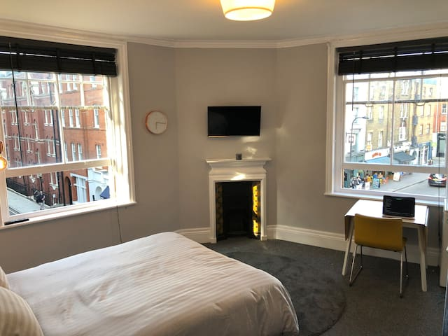 Stunning, Large Room - Absolute Heart of London!!!