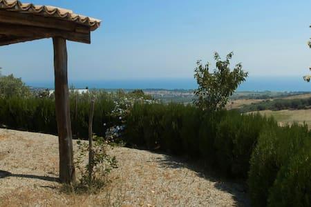 Villetta su un poggio a 2 km dal mare - Copanello