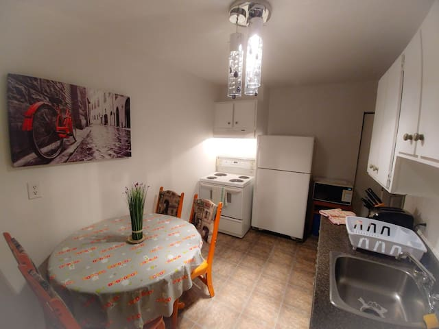 Free parking . 100% private 2BR  in Trois Rivieres