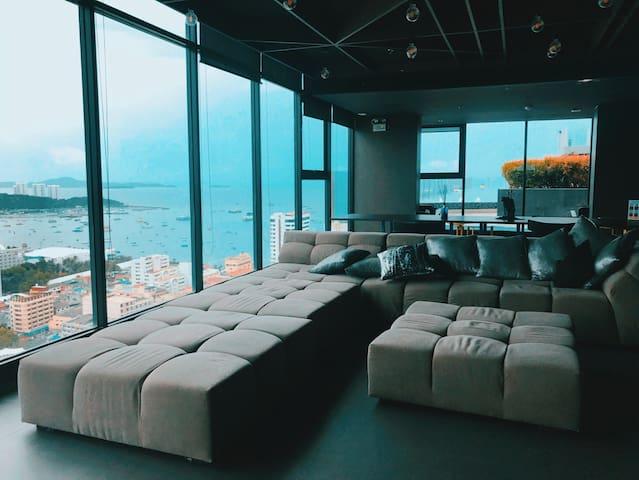 泰国芭提雅the base 民宿高层海景一居室位于芭提雅市中心优质中文服务
