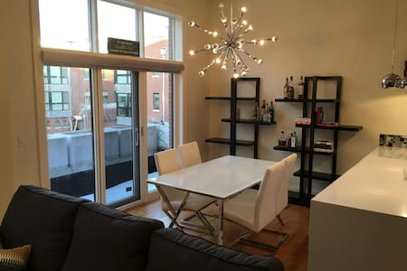 Gorgeous Downtown/Old-Market Rowhouse!!!
