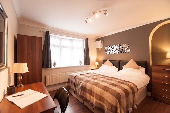 ♡Cosy 2bed Apart♡Parking♡1min walk to station