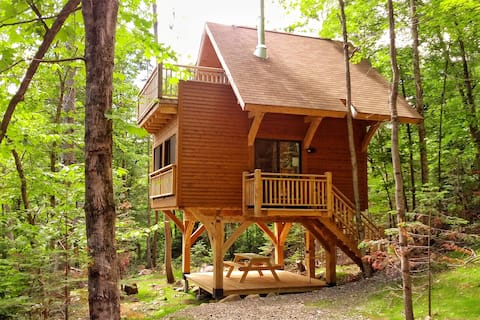 EXCEPTIONAL TREEHOUSE COMFORT