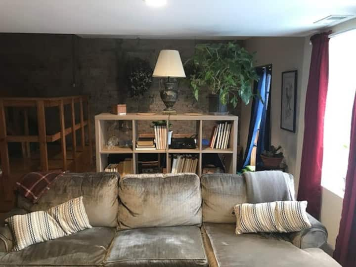 One bed in Hip Space, 10 min to DT & McCormick Pl