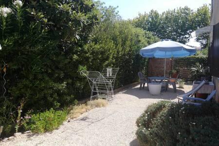 joli T1 neuf, mer jardin kayak paddles idéal repos