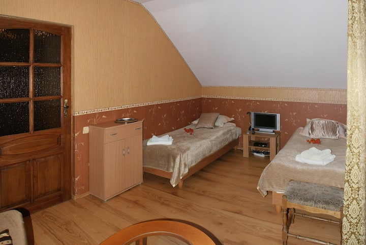 Two private rooms for up to 5 people with parking