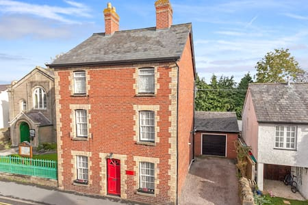 Ivy House  Perfect  for family and friends