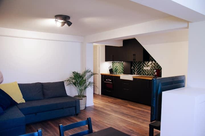 Dorpsplein, knus appartement incl. parkeerplaats