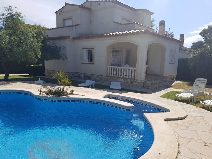 Moderno chalet de 8 personas con piscina privada