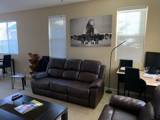 Private & Comfy near the airport and downtown!