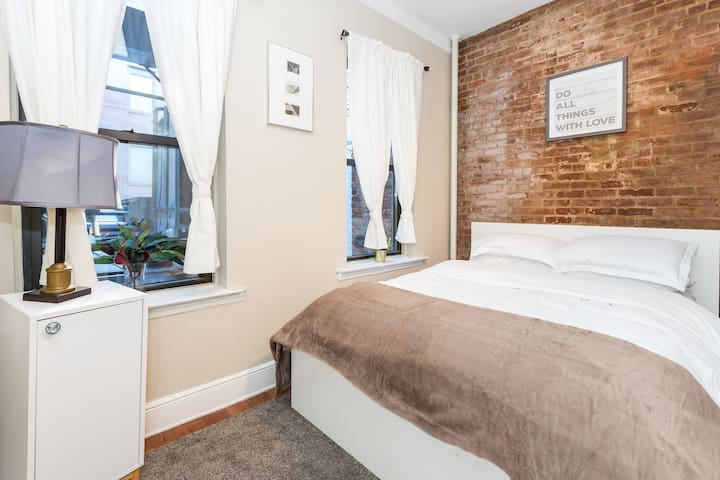 ♡Renovated and Spacious, Only 5 min Times Sq ♡