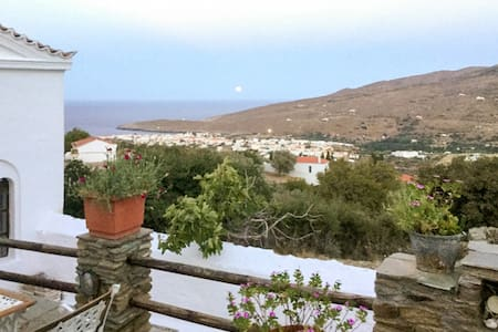 Spacious house 4.5km from the sea - Cyclades