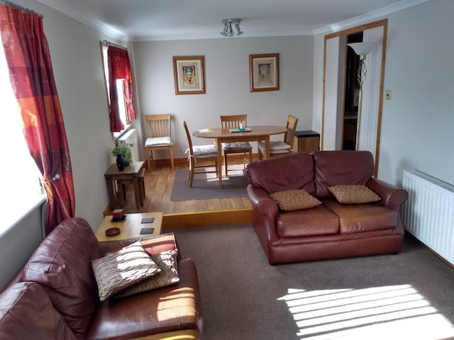 Bright, spacious, central 3 Bed Maisonette