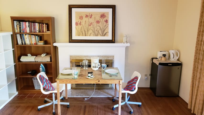 Dining table for 2 guests