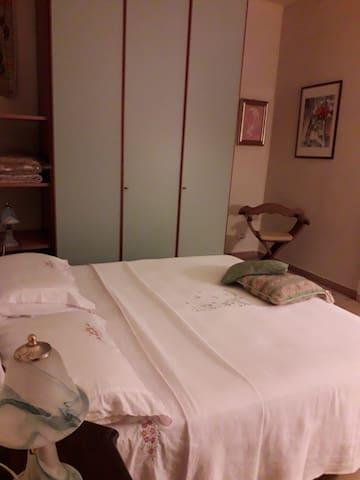 Camera da letto N1 - Piano Terra
