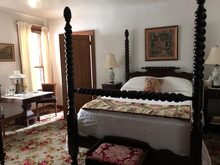 Horned Dorset Art Colony B&B Room 2, Leonardsville
