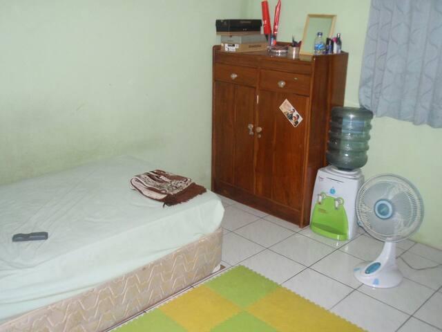 Kamar nyaman di Cipondoh