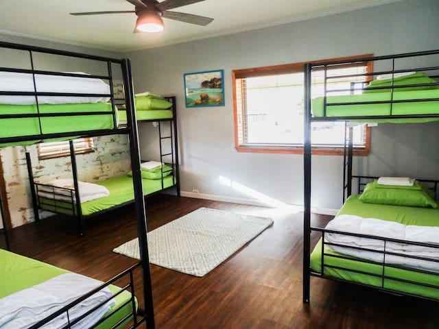 Sua Casinha !! 6 bed female dorm!