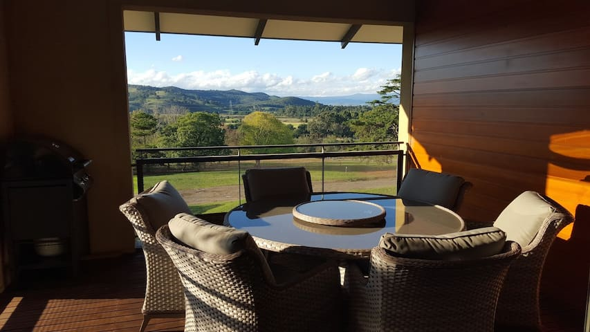 Yarra Valley Golf and Wine Getaway - Chirnside Park - Apartmen