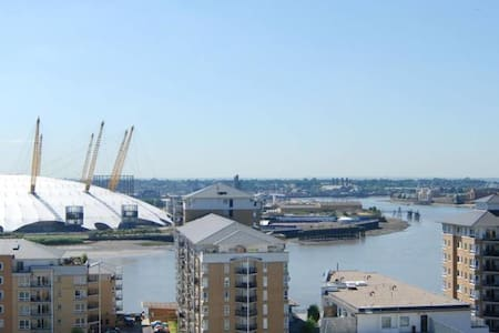 1 BEDROOM LUXURY APARTMENT WITH O2 AND THAMES VIEW - Apartment