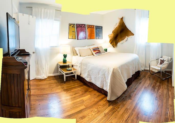 Sleep Easy Suite near DT