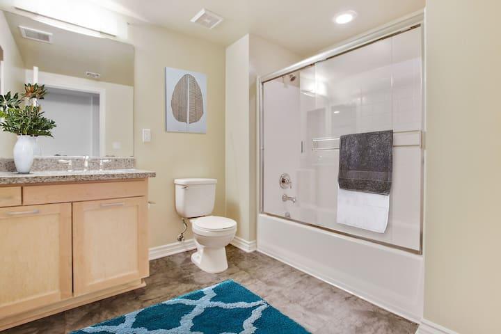 Positive energy, very clean, cozy & convenient. - Los Angeles - Apartment