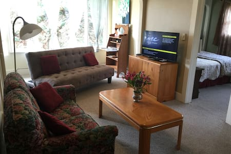 Top Floor Large One Bedroom Apt. - Coos Bay - Byt