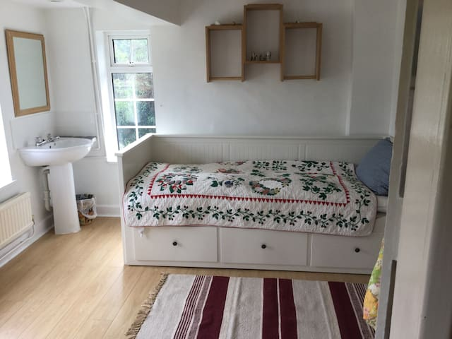 FRESH LOVELY BEDROOM - Wolverton Common - Haus