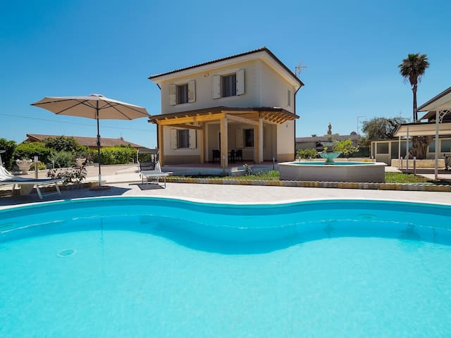 Villa with Pool at 1km to White Sandy Beach