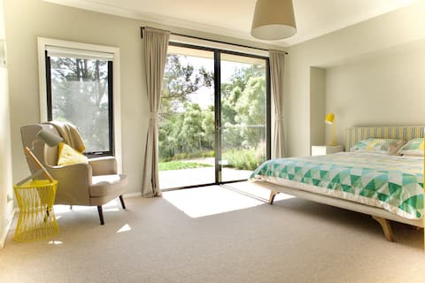 Spacious, Light & Convenient Bedroom in Mittagong