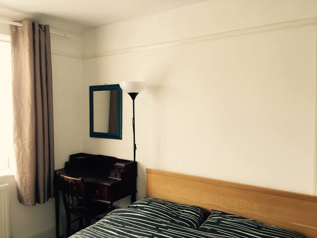 Peaceful room with garden view - London - Rumah