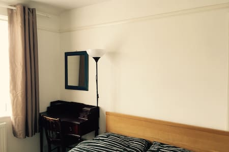 Peaceful room with garden view - London - Hus