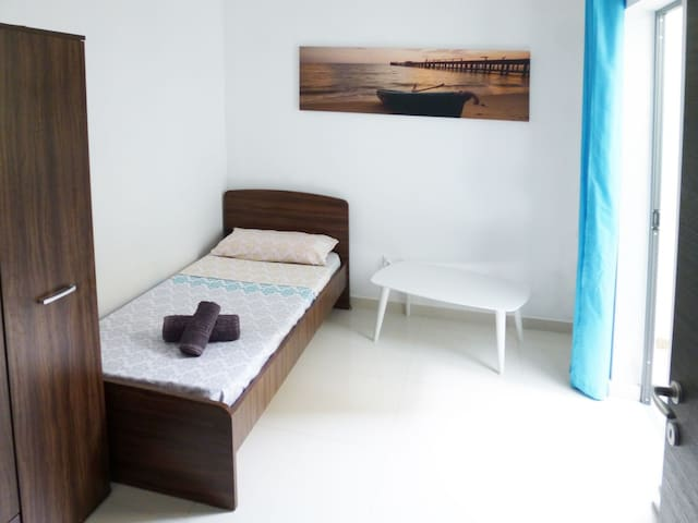 Nice single Bedroom in Birkirkara
