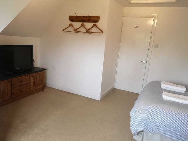 Large loft bedroom with en suite next to station
