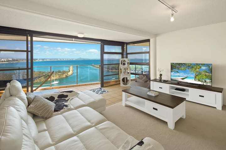 The Penthouse - Ocean Views and Complimentary WiFi - Buddina - Apartment