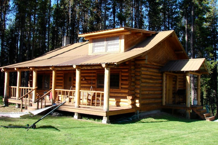 Cabin on 1 acre, close to Nat Park - Seeley Lake - 통나무집