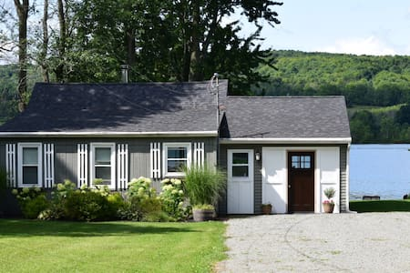 Duckingham Cottage on Waneta Lake, adorable 3 bedroom cottage with private lakefront