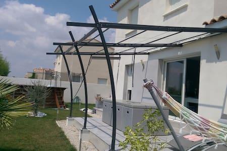 Vacances au soleil dans une villa avec piscine - Manduel