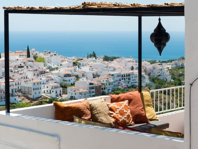 Townhouse Frigiliana with private pool and seaview