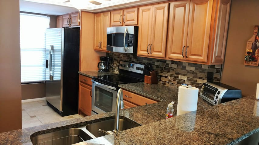 2 BR, 5 mins to beach weekly  rentals, So end,