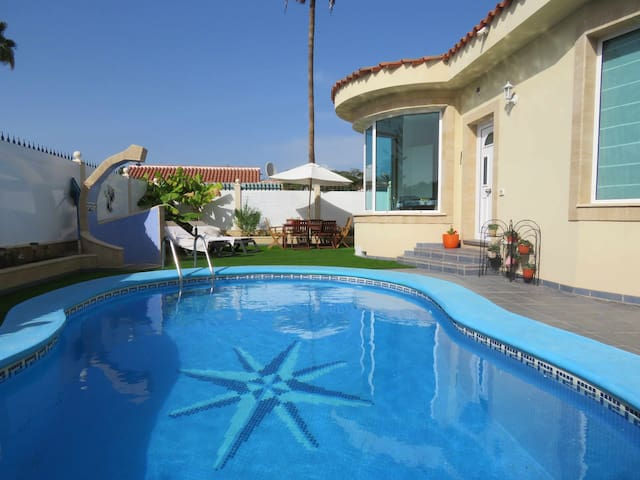 Hermosa villa con piscina privada cerca de Playa del Inglés