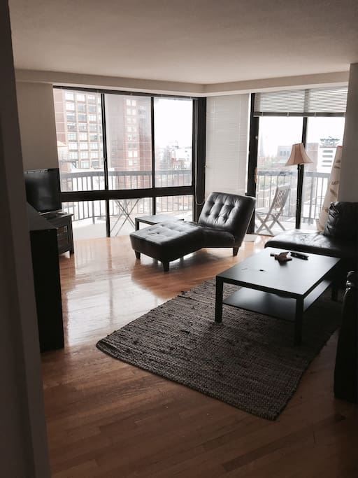 Shared living room with a balcony, perfect for the summer!