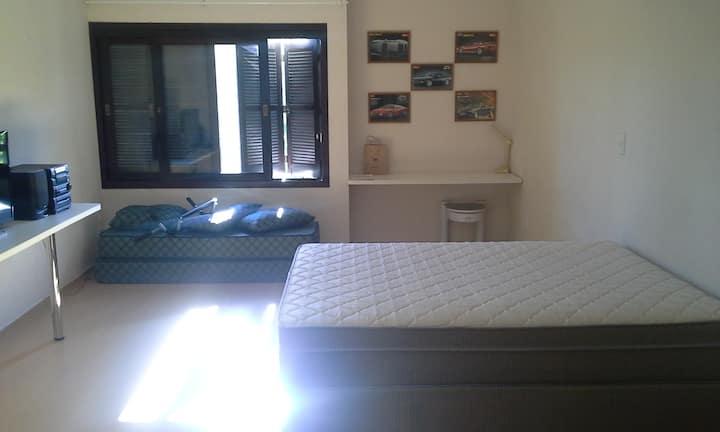 Suite com sala de estar e banheiro privativos